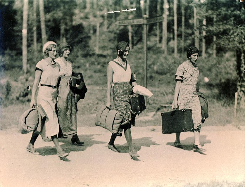 Naiset saapuvat Pajulahteen